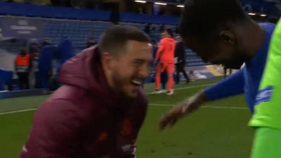 Hazard, pillado riéndose tras la eliminación del Real Madrid en Stamford Bridge