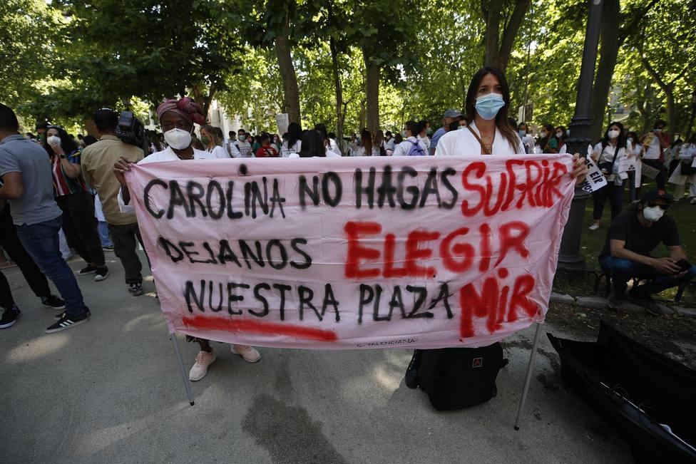 Médicos Internos Residentes (MIR) protestan a las puertas del Ministerio de Sanidad en Madrid