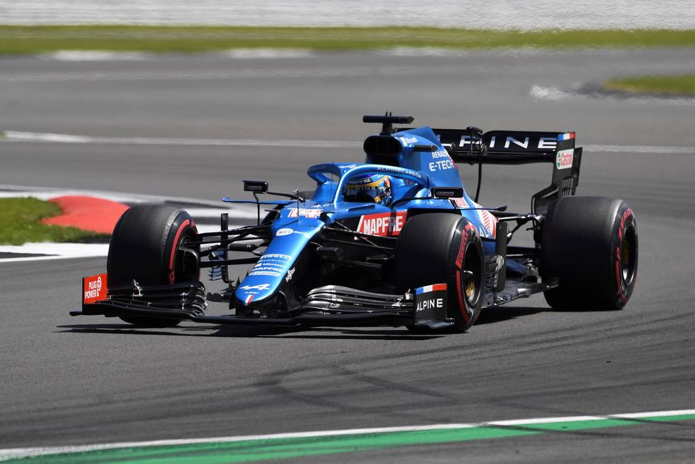 Fernando Alonso en el circuito de Silverstone durante el Gran Premio de Gran Bretaña.