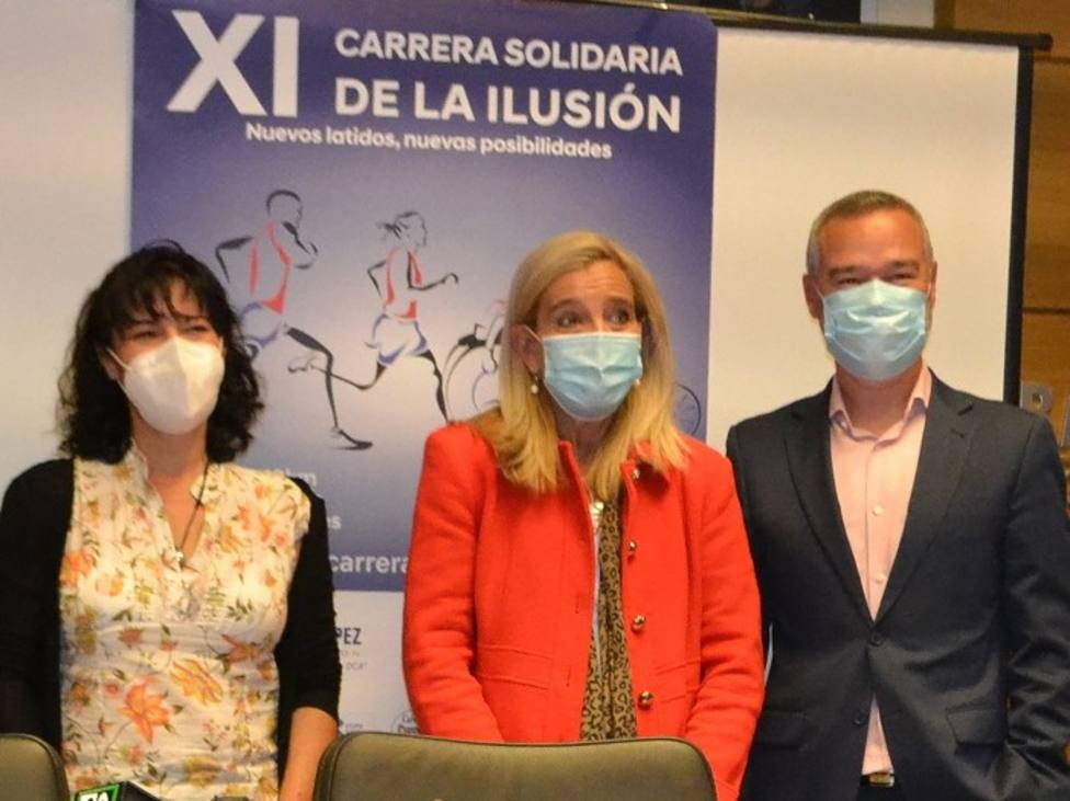 La alcaldesa con los responsables de la Fundación Pita López en la presentación