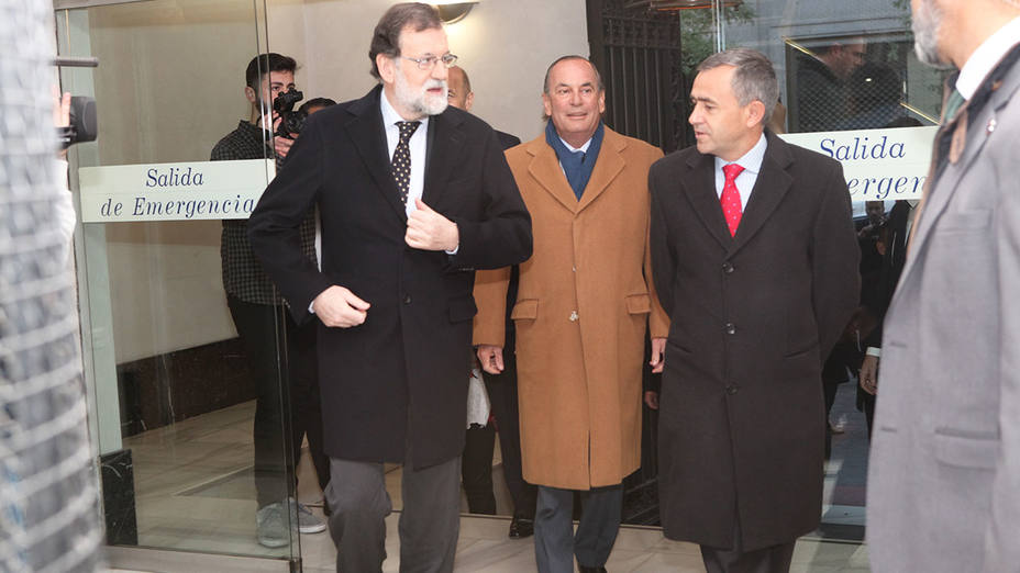 Julián Velasco, Mariano Rajoy, Fernando Giménez Barriocanal y Rafael Pérez del Puerto acceden al edificio de COPE
