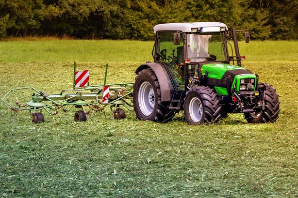 Un hombre muere atropellado por un tractor