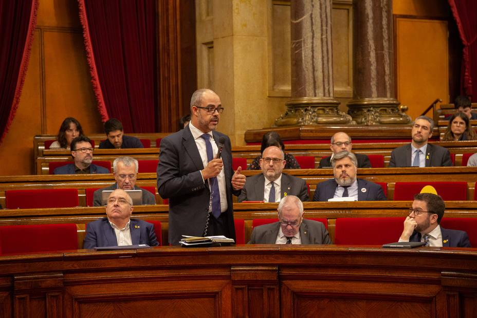 El consejero catalán de Interior no garantiza que una futura subida salarial a los Bomberos se aplique a los Mossos