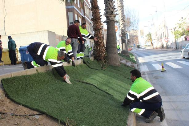 El Ayuntamiento reutiliza el antiguo césped del Campo de Fútbol Municipal para embellecer el municipio