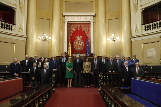 Las Cortes Generales condecoran a los miembros del Consejo Asesor del 40 aniversario de la Constitución