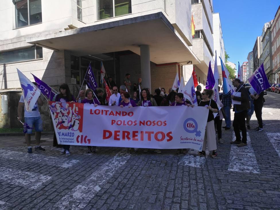 Concentración a las puertas de los juzgados de Ferrol convocada por CC.OO. y CIG