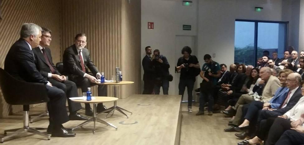El Gobierno de Rajoy se reúne para arropar a Álvaro Nadal en la presentación de su libro