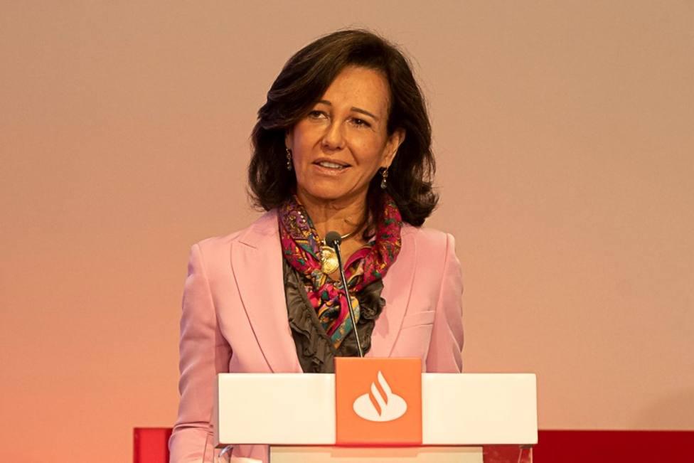 Santander presenta su oferta final del ERE: prejubilaciones con el 75% del salario y movilidad hasta 75 km