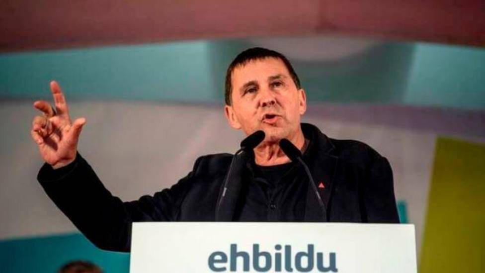 La contradictoria denuncia de un diputado de Bildu contra la policía por este incidente en un acto de Vox