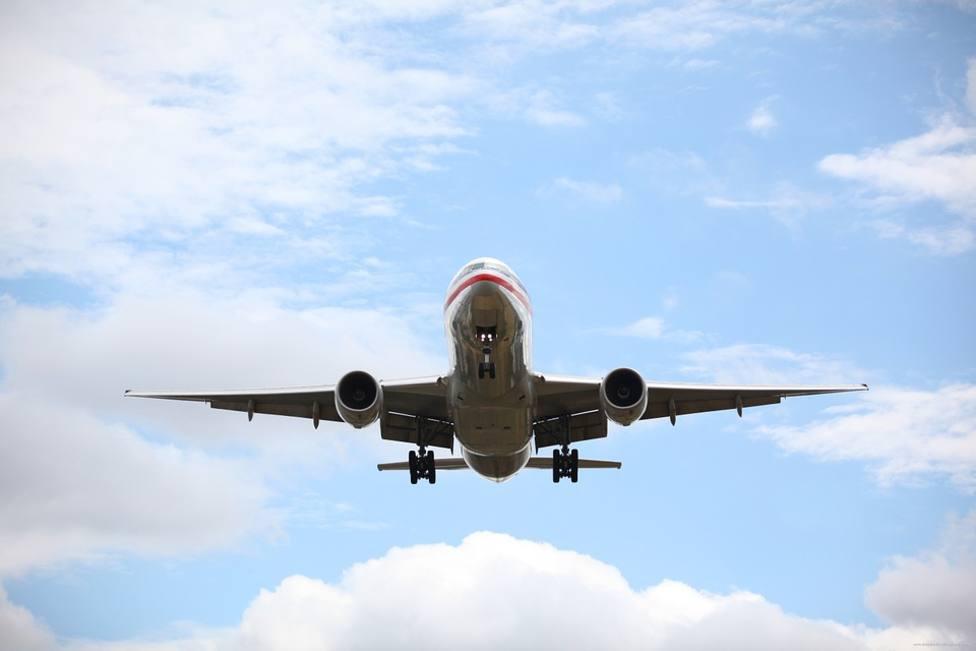 Avión en el aire.