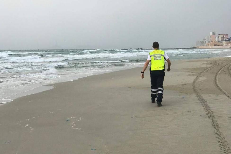 Reabren las playas de La Manga y Cabo de Palos tras retirar restos de atunes