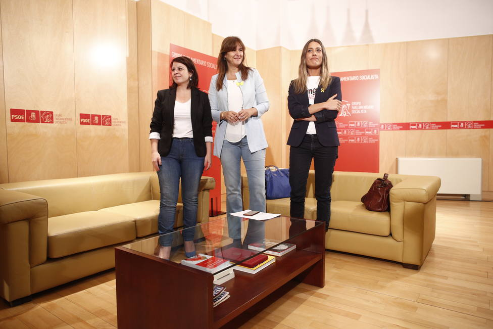 PSOE y Junts posponen su reunión a la espera de la evolución de la torcedura de Lastra