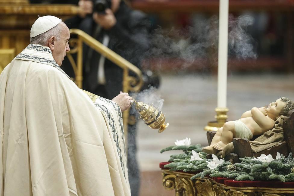 El Papa nos inivita a adorar a Dios siguiendo el ejemplo de los Reyes Magos en la misa de Epifanía