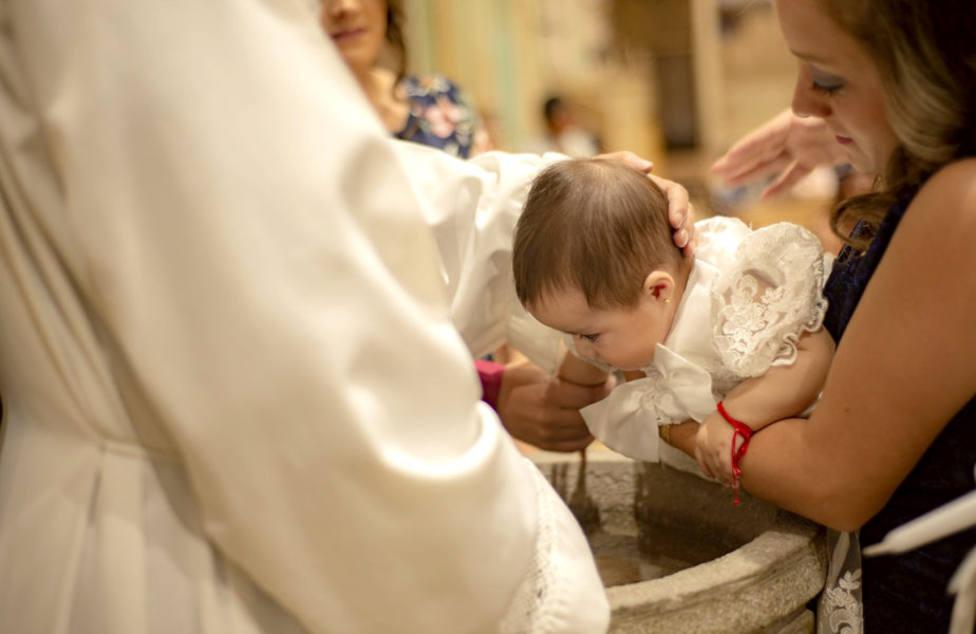 El error que con frecuencia cometes a la hora de elegir al padrino o a la madrina en el Bautismo de tu hijo/a