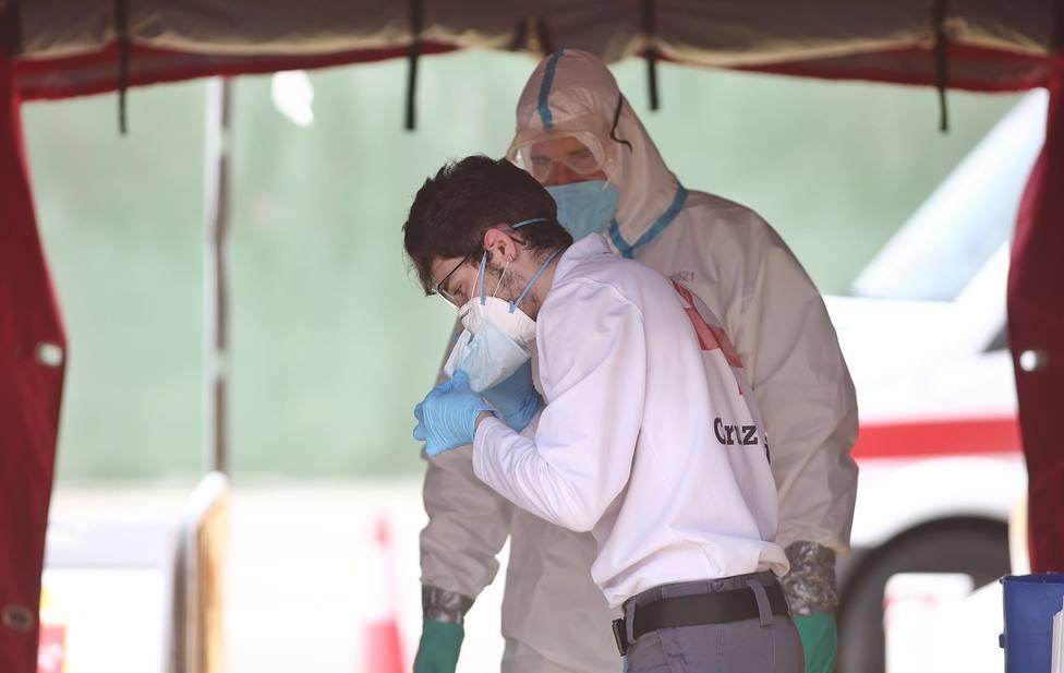 Andalucía alcanza los 105 hospitalizados, de ellos 16 en UCI