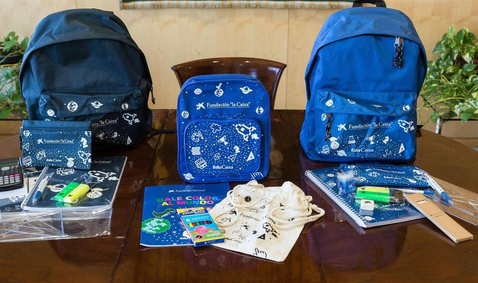 Kits escolares repartidos por la Fundación La Caixa y CaixaBank.