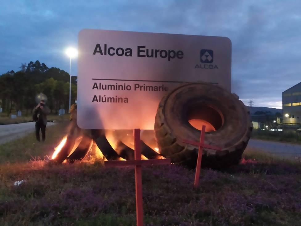 La UGT no firma el final de consultas con Alcoa porque no da validez al proceso