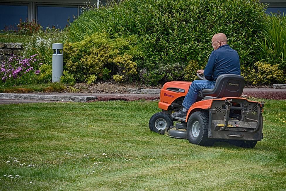 En materia de jardinería el contrato contempla labores de conservación y mantenimiento en los jardines de Neda