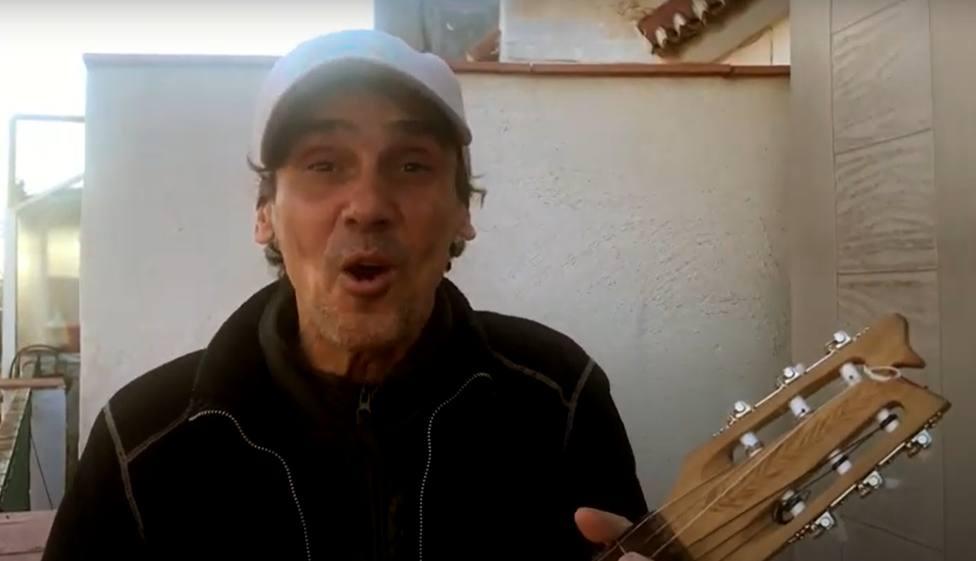Fotograma del vídeo de Manu Chao en apoyo a los vecinos de Labañou