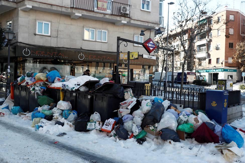 La recogida de basuras se reauna en Madrid y Almeida asegura que se normalizará en dos días