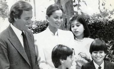 Foto de la familia Iglesias con Julio, Isabel Preysler, Chábeli, Julio Jr y Enrique