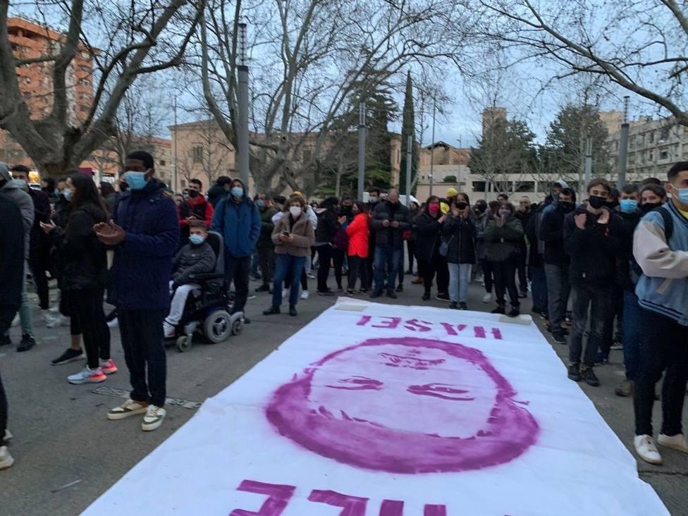 Unas 250 personas se concentran ante el rectorado de la Universidad de Lleida en apoyo al rapero Pablo Hasel