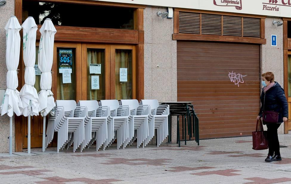 Un bar de Burgos cerrado por la crisis del coronavirus