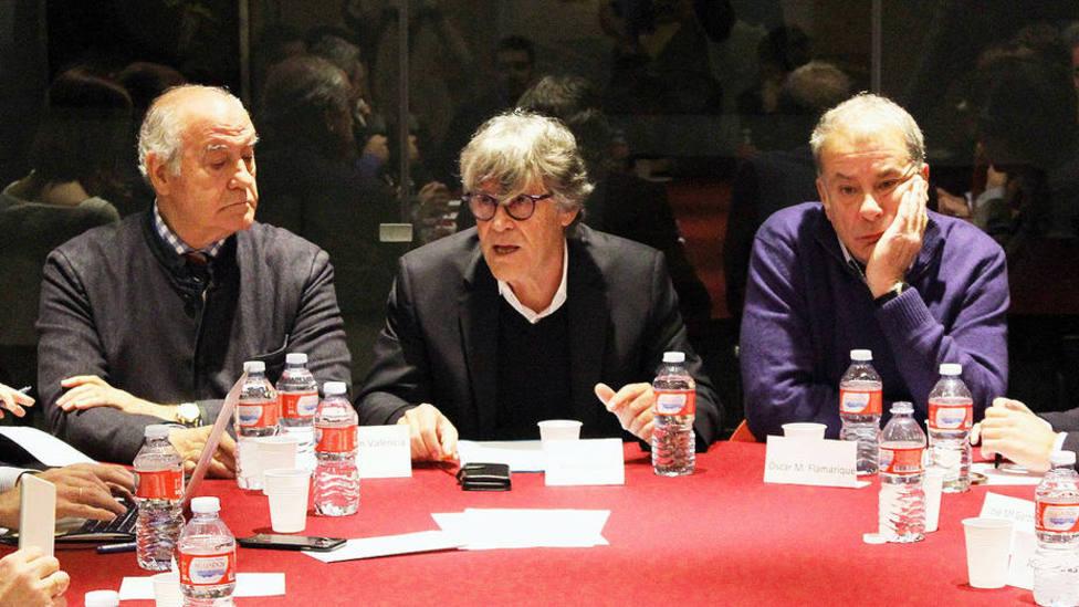 Simón Casas, presidente de ANOET, flanqueado por los vicepresidentes Ramón Valencia y Óscar Chopera
