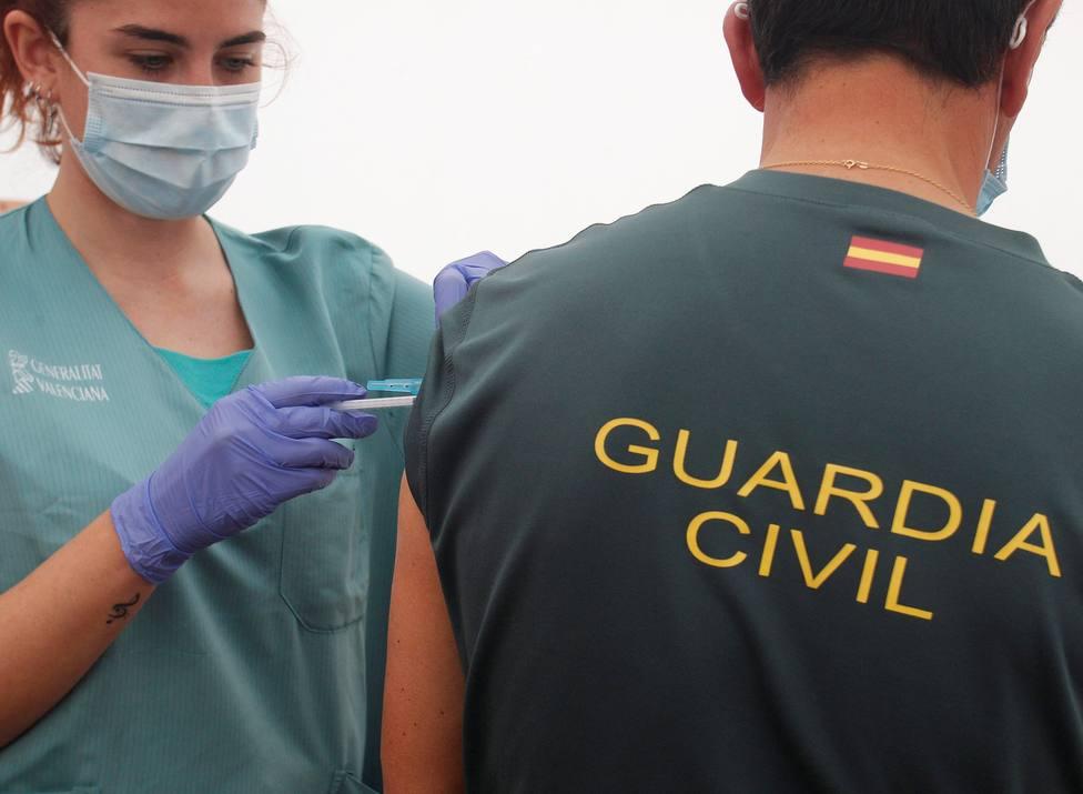 Cs ve intolerable que Cataluña haya vacunado al 80% de los Mossos y sólo al 4% de la Policía Nacional