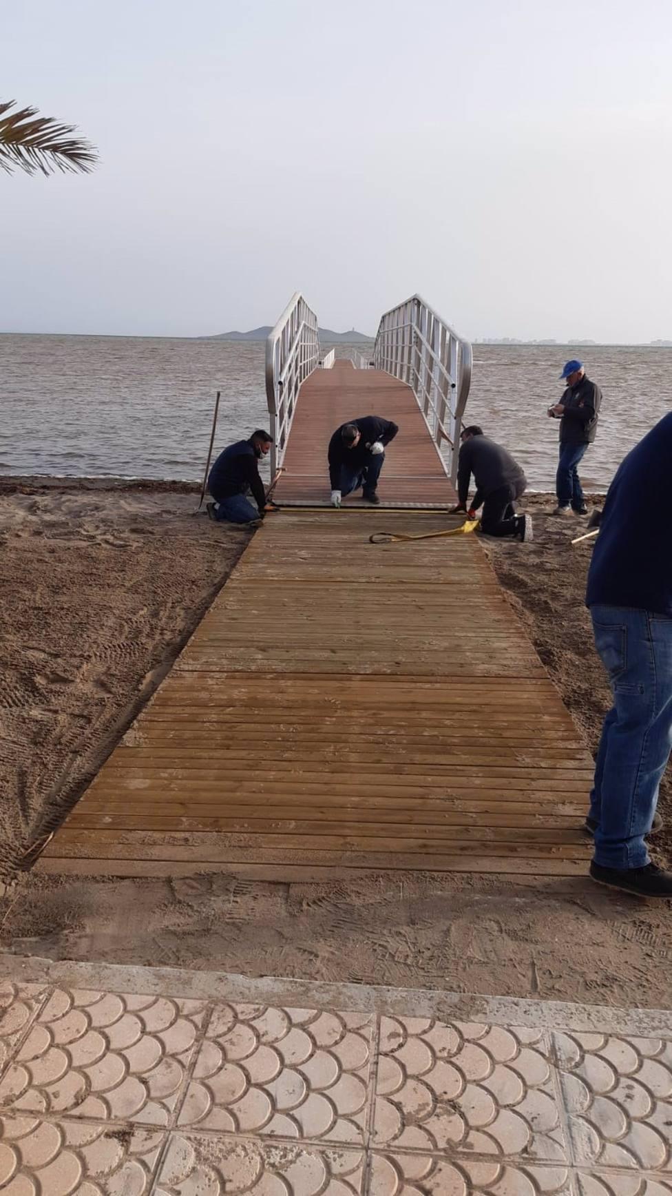 Los vecinos del Mar Menor reiteran su respaldo a balnerarios y exigen al Ministerio la retirada de secos