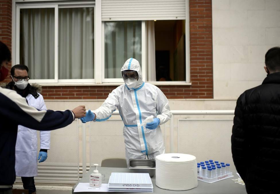 CORONAVIRUS | Andalucía suma 1.356 casos, menor cifra en tres semanas, y 9 muertes y baja su tasa hasta 213