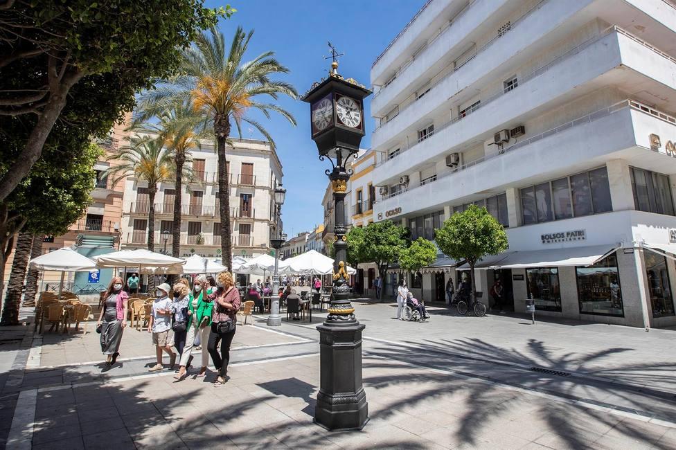 El primer reloj farola de España vuelve a dar la hora