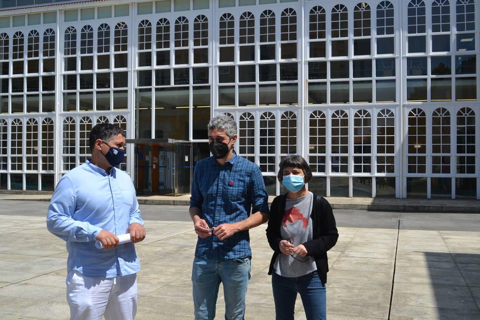 Manuel Lourenzo, Iván Rivas y María Yáñez en el campus de Esteiro. FOTO: BNG