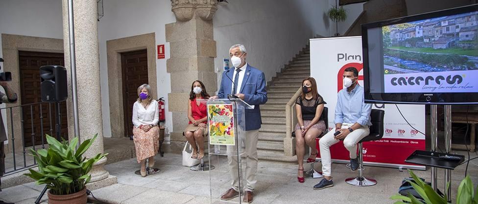 El presidente de la Diputación de Cáceres, Carlos Carlos