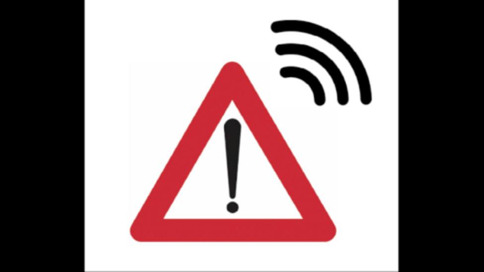 DGT: La nueva señal de emergencia obligatoria en tu coche para advertir de los peligros en carretera