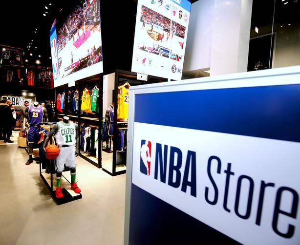 La NBA desembarca en Europa con la apertura de su primera tienda oficial en Milán