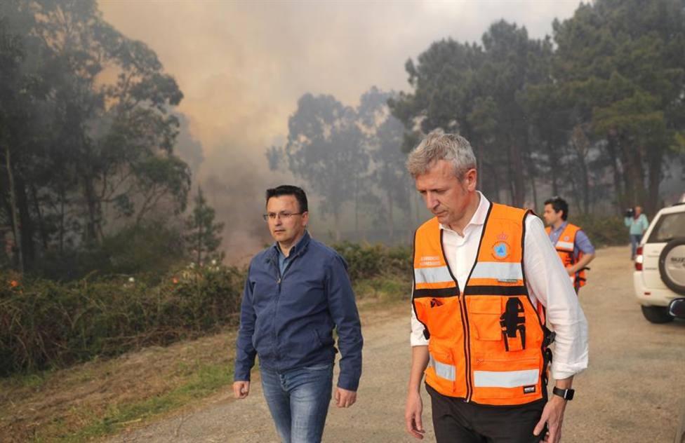 Dos incendios avanzan sin control en la provincia de Ourense; ya han calcinado 20 hectáreas