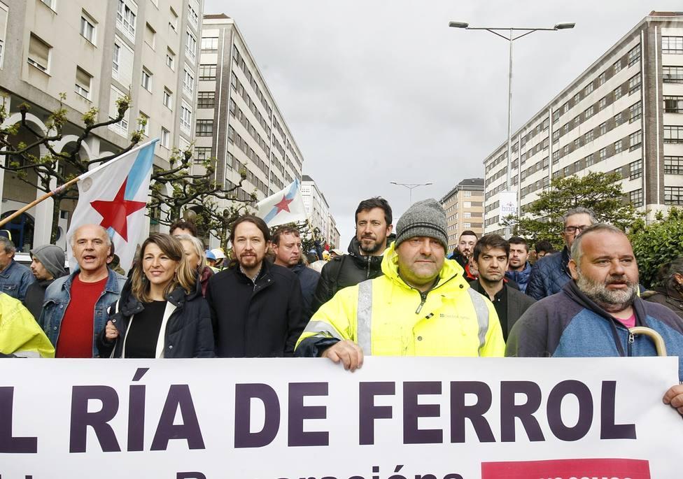 Pablo Iglesias tras la pancarta de la manifestación del naval de Ferrol - FOTO: Europa Press / Mero Barral