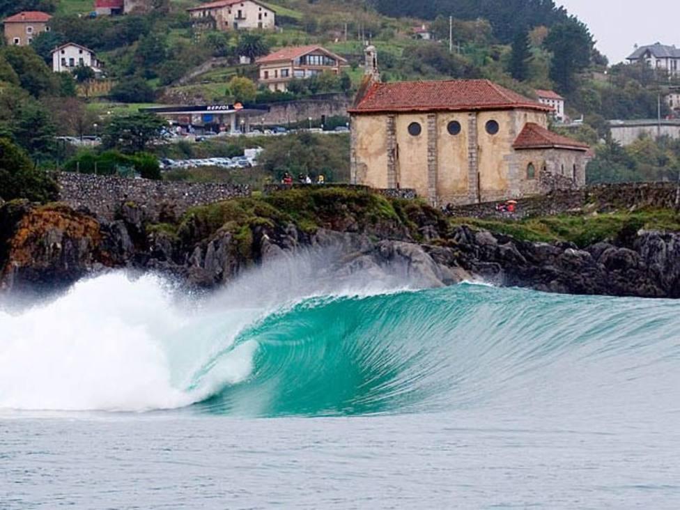 Mundaka, el pueblo vasco que cuenta con la ola izquierda más famosa del surf