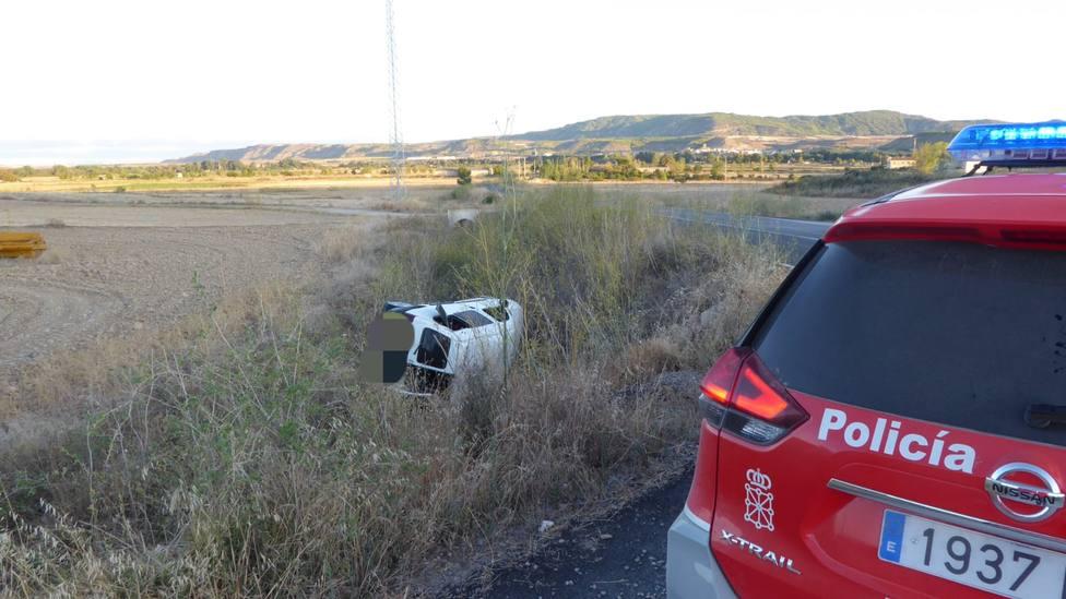 Heridos un matrimonio y su bebé al caer con su furgoneta por un terraplén en Carcastillo (Navarra)