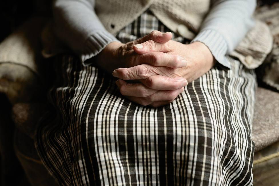 Una abuela deja atónito a su nieto tras descubrir lo que le escondía en sus calcetines