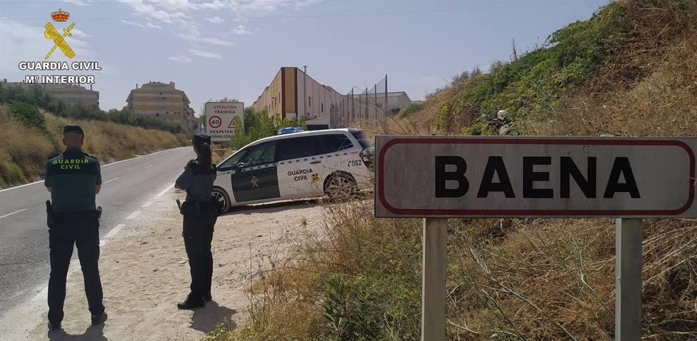 La Guardia Civil detiene en Baena a tres personas por un delito de robo con violencia en una vivienda