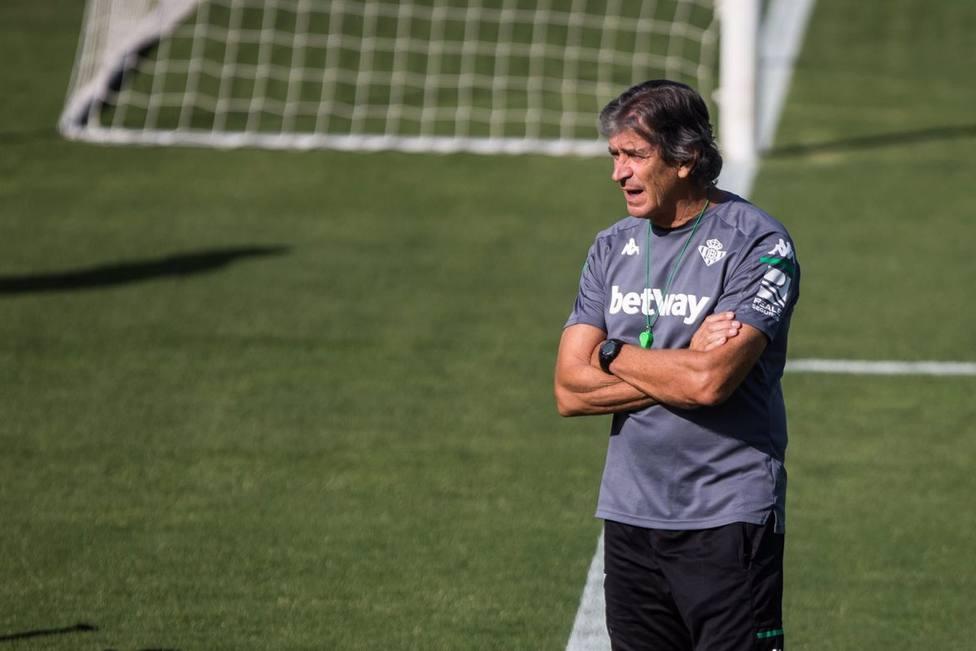 Manuel Pellegrini entrenando al Betis