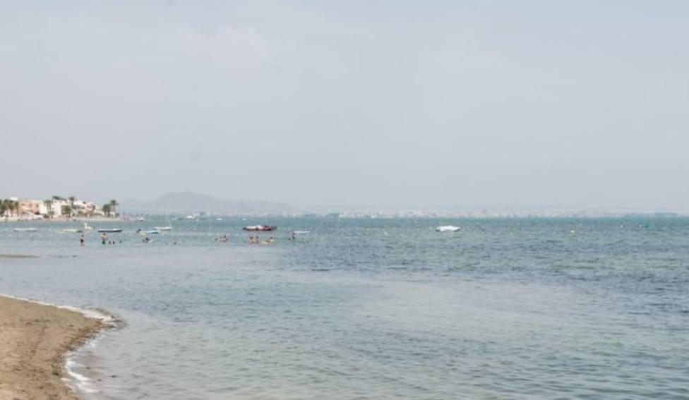 La UPCT contabiliza 53 microplásticos por kilo de arena en el Mar Menor