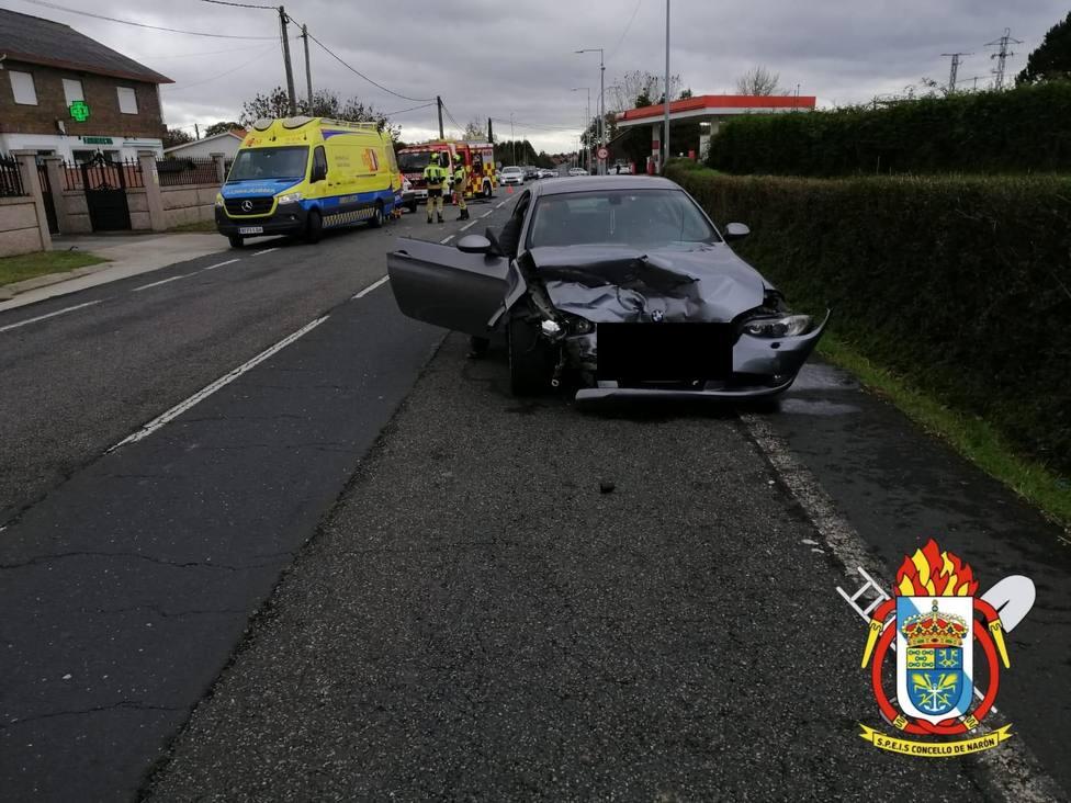 Uno de los vehículos implicados en la colisión en O Val, Narón - FOTO: SPEIS Narón