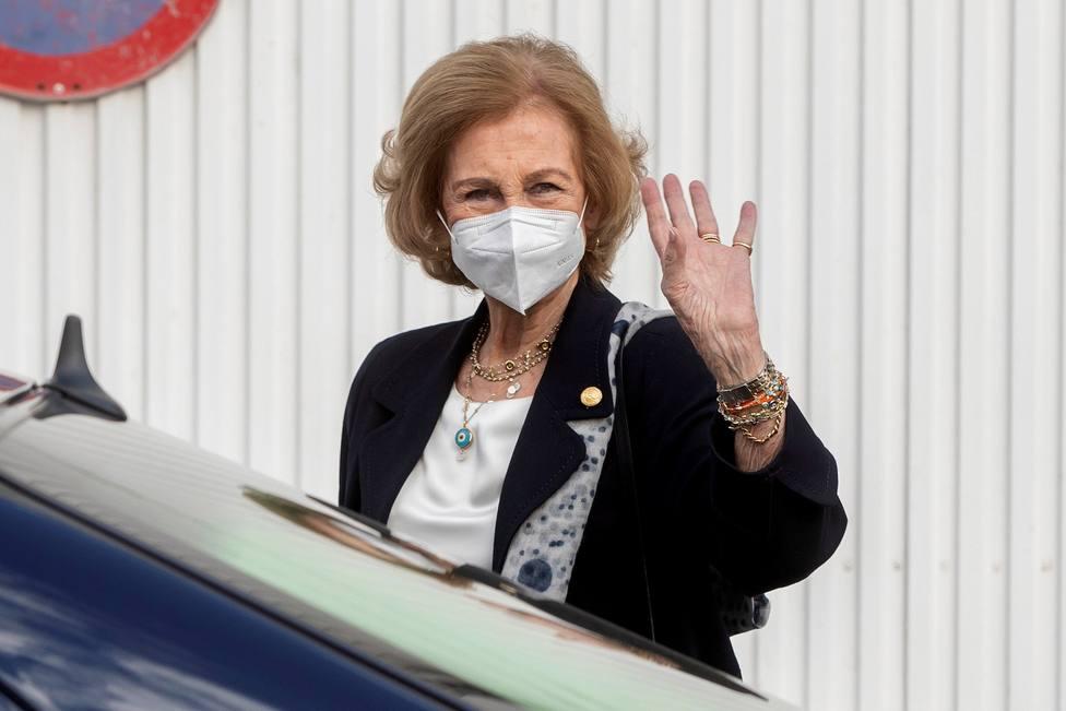 La reina emérita Doña Sofía visita el Banco de Alimentos del Segura (Murcia)