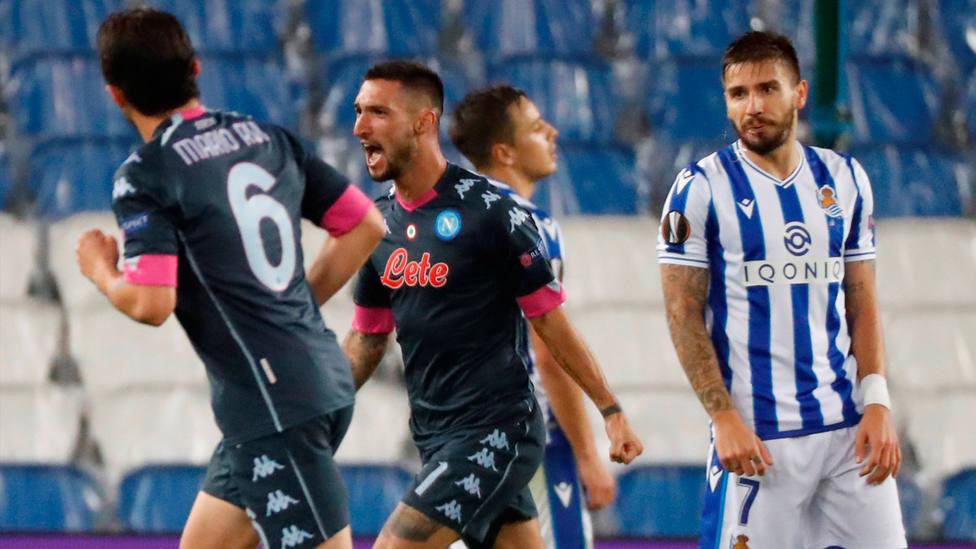 Politano celebra el 0-1 frente a la Real Sociedad ante la mirada de Portu. EFE