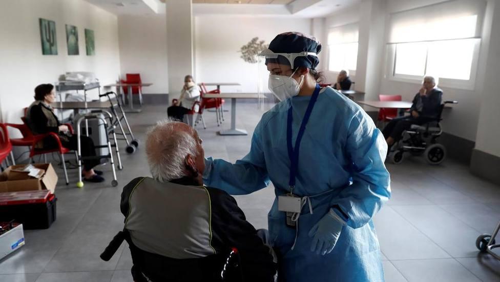 Las residencias de ancianos registran en muchas regiones la mitad de fallecimientos durante la segunda ola