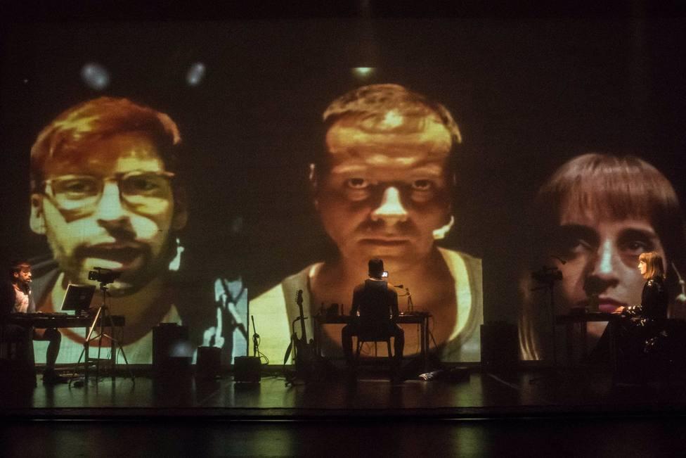Escena del montaje Fake, de Rayuela Producciones.