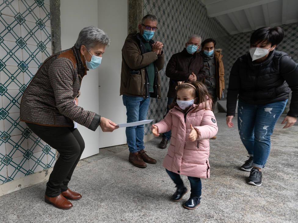 El acto de entrega se desarrolló en el interior del Ayuntamiento - FOTO: César Galdo